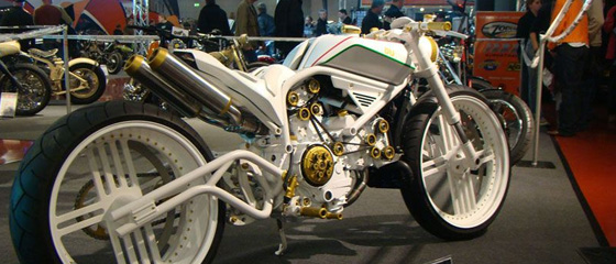 AN OLD GOOD DUCATI MONSTER…